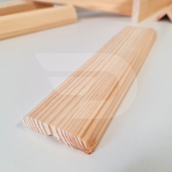 12x50x2200 Barkácsléc csomós díszmart (ajtó szegőléc)